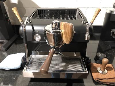 Slayer Espresso 1 Gruppig Black Cat Zebrano Wood